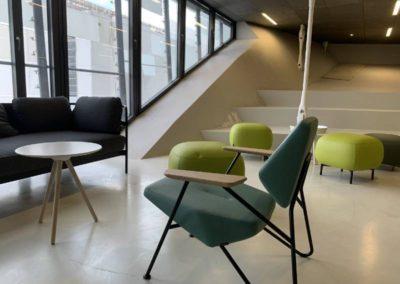 Espace coworking : Rythmer l'espace avec des teintes et des formes variées